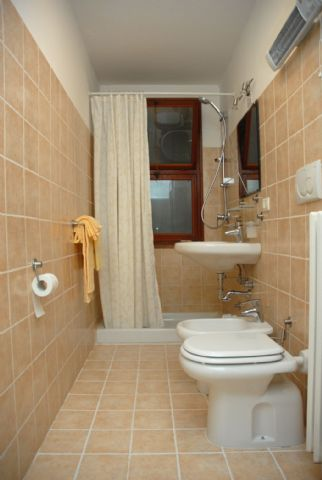 Bed and breakfast isabella bologna santo stefano b b bologna for Finestra nella doccia